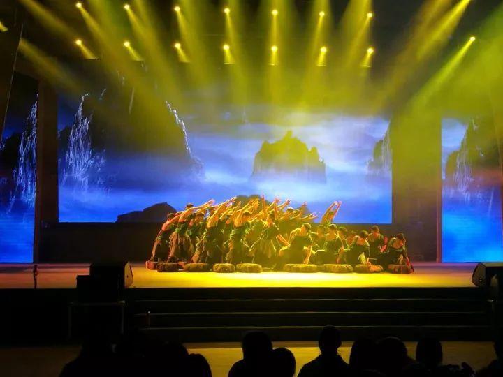【抢先看】巫山红叶节开幕式晚会内部爆照,点击本文阅读原文可看直播.图片