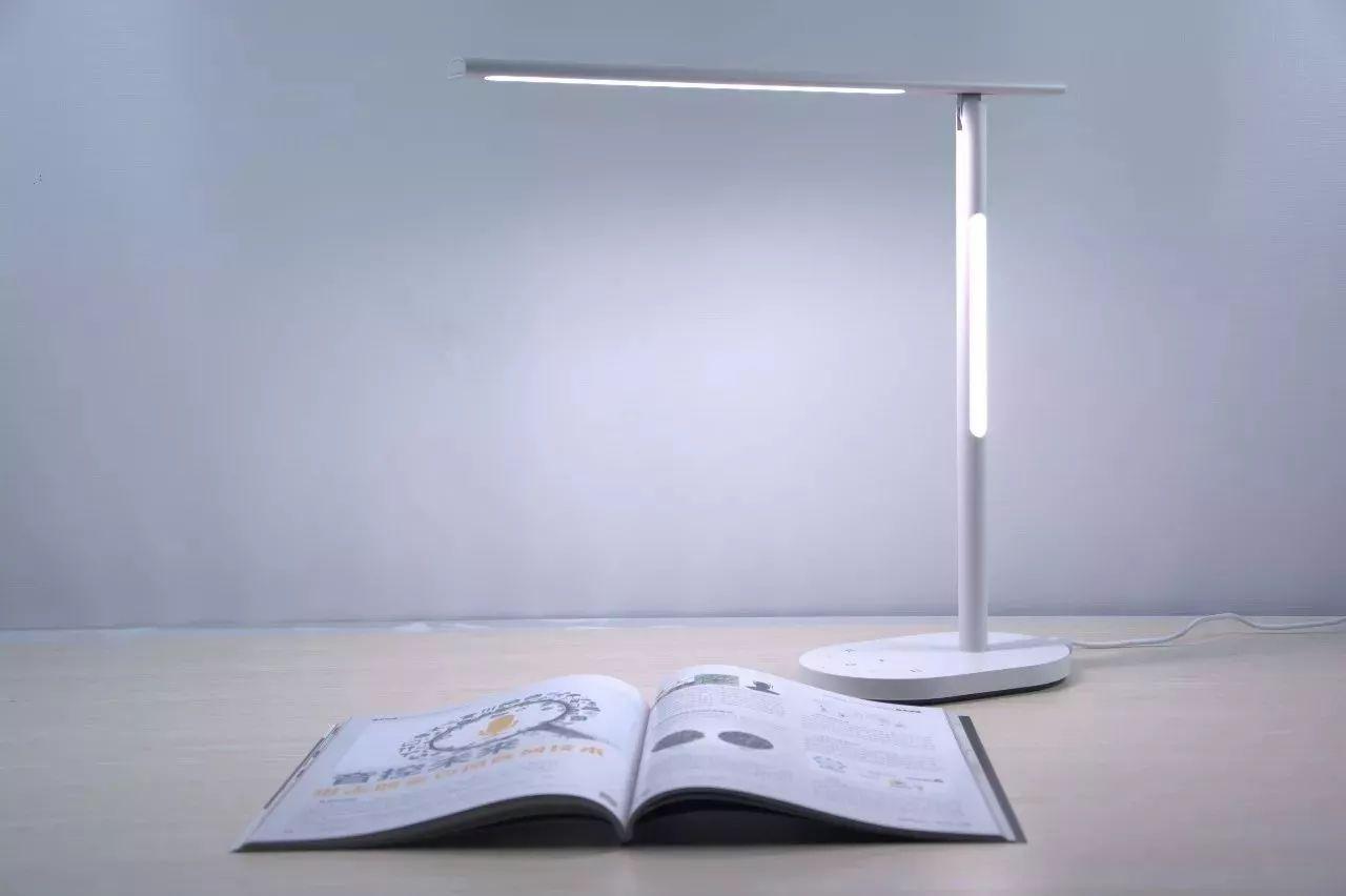 数智评测室 | 简洁设计,智能操控 欧普-华为hilink智清台灯评测图片