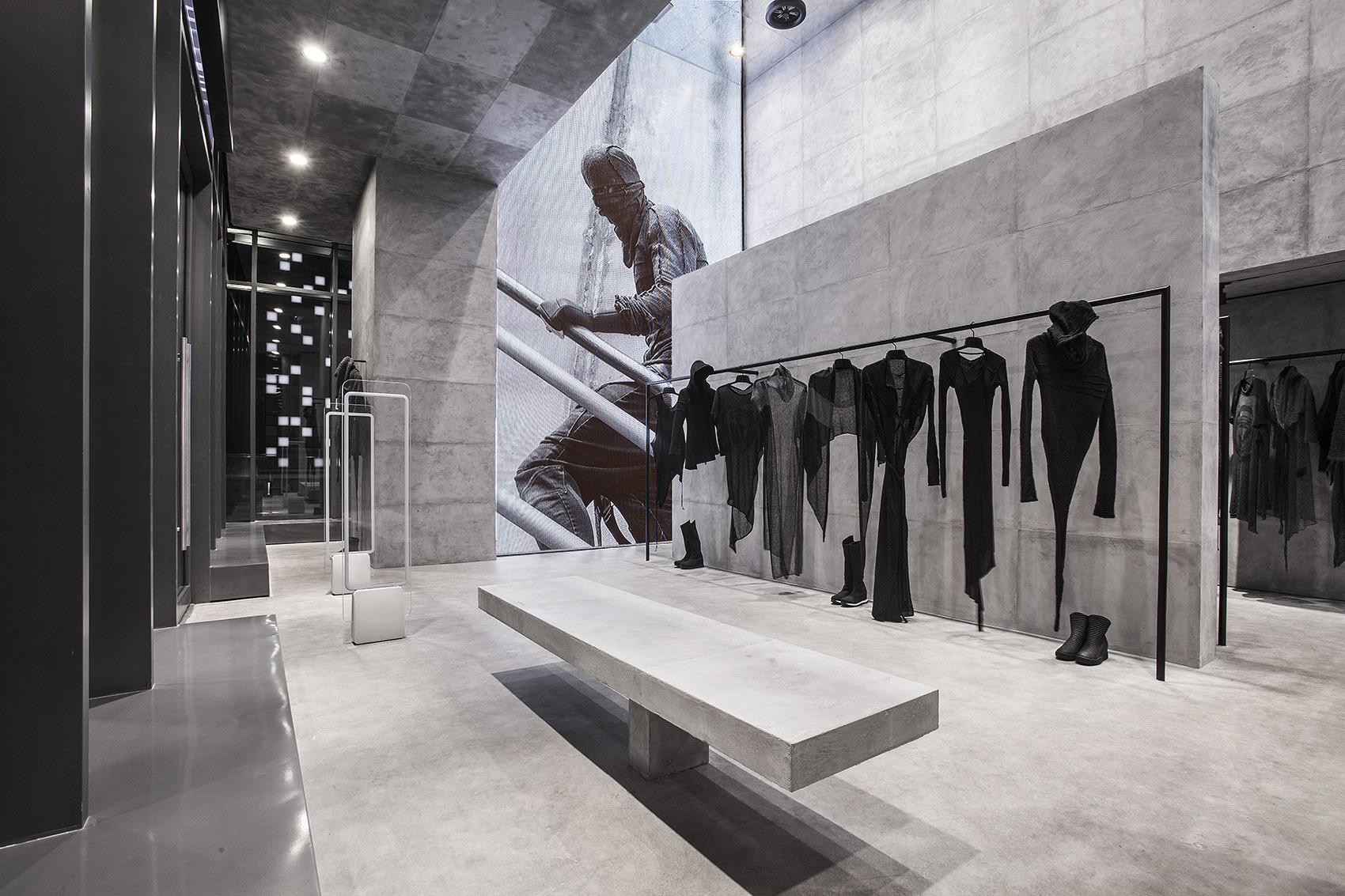极简风格的服装店铺门头陈列空间设计效果图