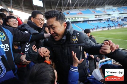 本周韩足新闻热点:经典联赛今年收官釜山化悲痛为力量