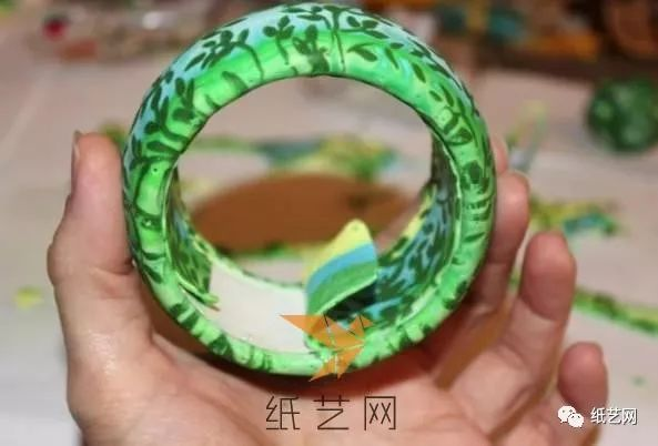 镶嵌花纹的超轻粘土手镯制作教程