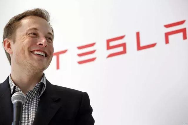 """在公司陷入""""生产地狱""""之时,特斯拉再发布造价更高的卡车和跑车"""