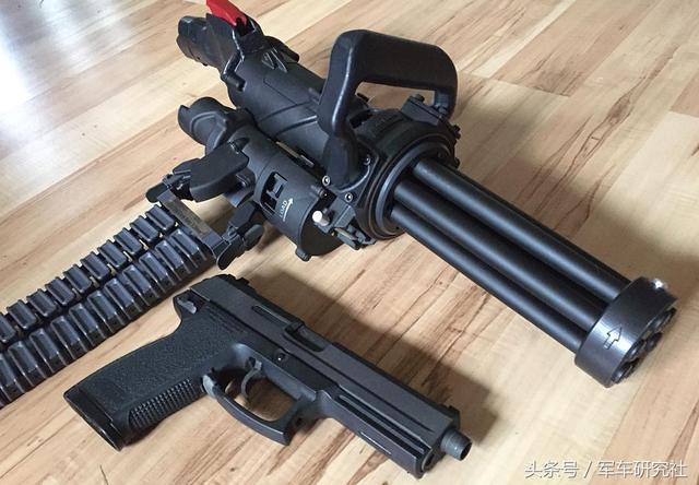 丧心病狂:美国公司研发手持加特林机枪 比步枪小射速4图片