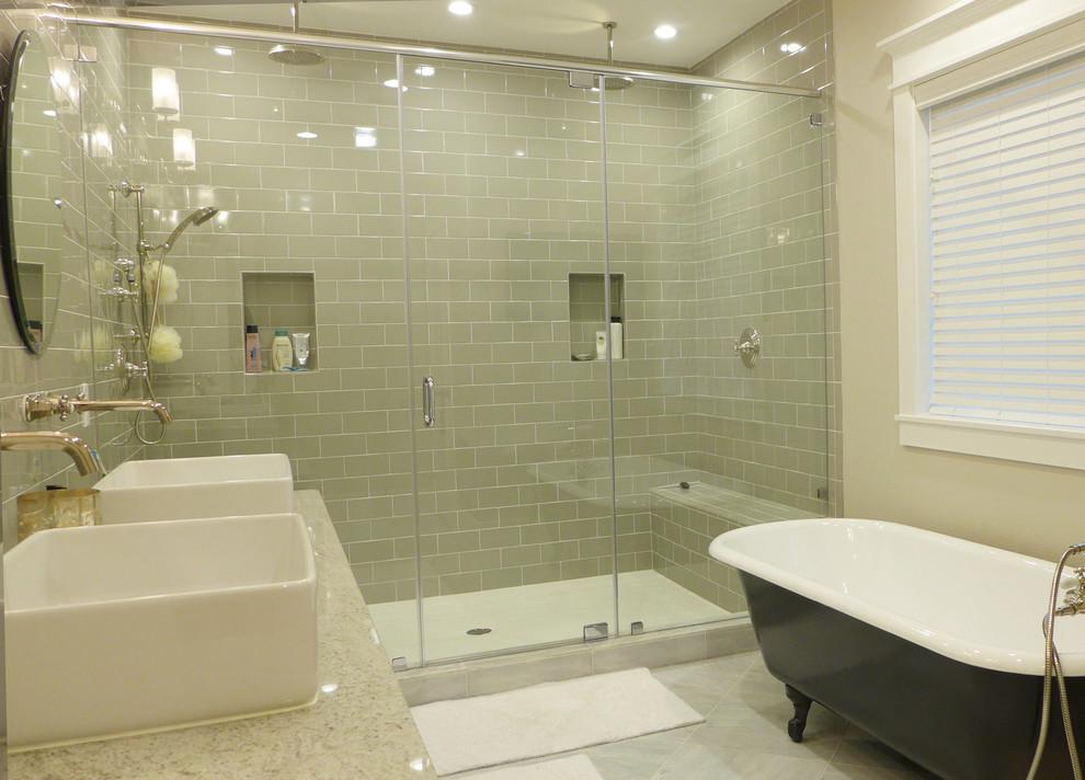 浴室装玻璃好尴尬啊,为什么还有那么多人喜欢,真正原因你知道吗?