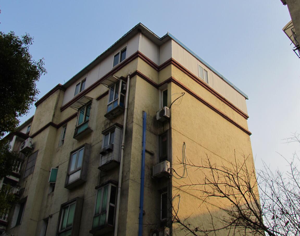 逢楼必加盖 南京一小区内违建成风图片 126192 1152x906