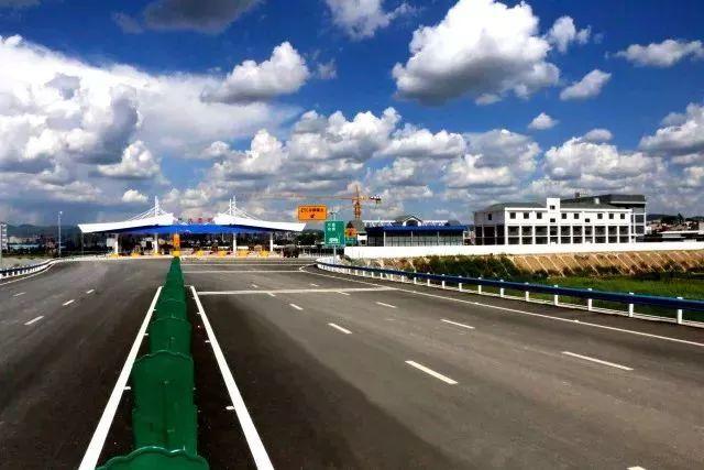 云南最美的公路,沿途风景美爆了!昆明出发30分钟玩遍大美云南!