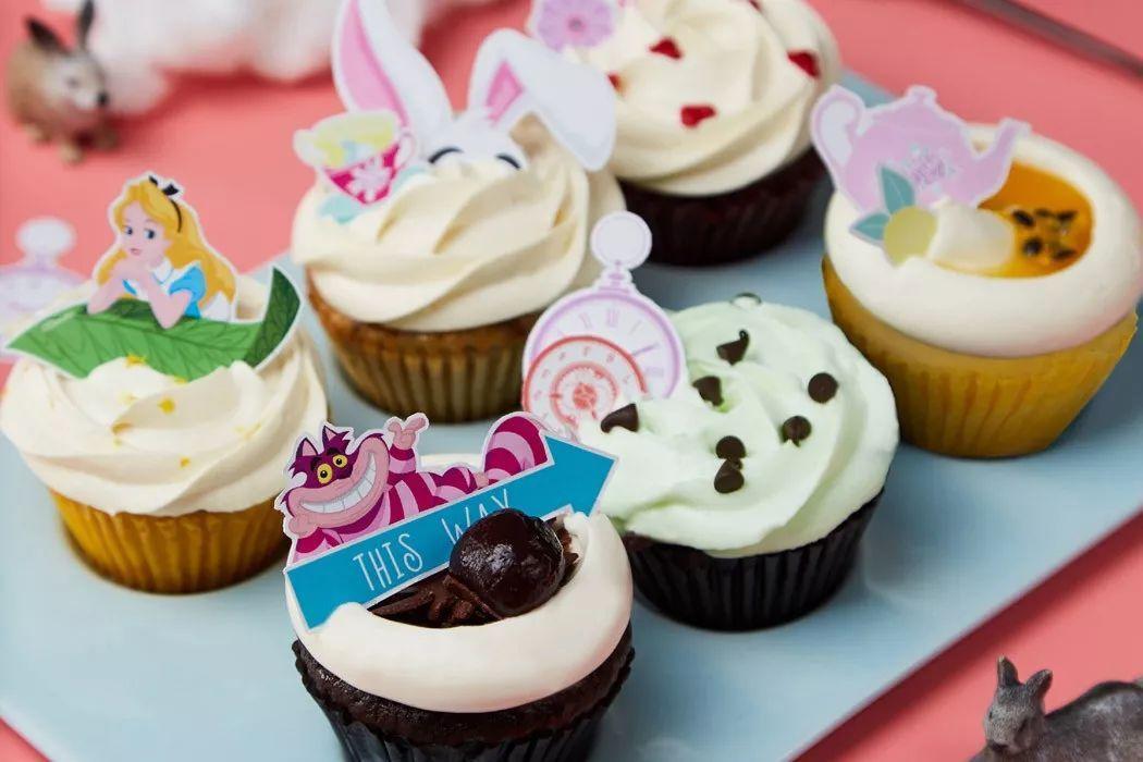 和糕点大师一起制作 感恩礼品 定制你的 专属纸杯蛋糕 把你的爱大声
