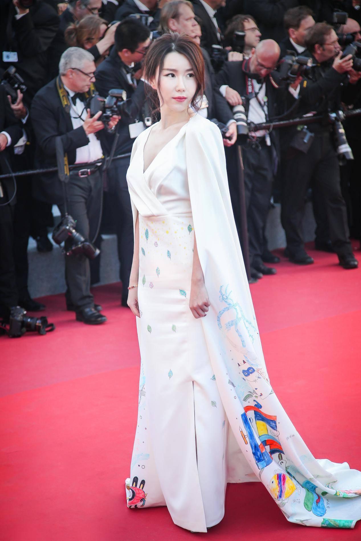 李允亮相戛纳电影节红毯电影在线80天堂图片