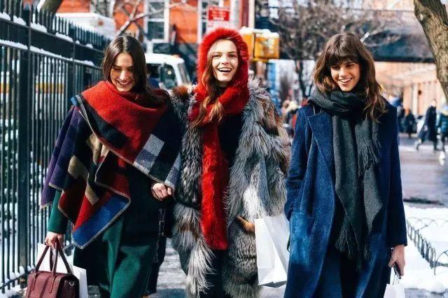 2017秋冬,围巾流行这样系,你学会了吗?