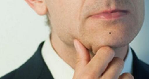 五、嘴唇厚   嘴唇是代表肉体接触与肉欲的宫位,男人的嘴唇厚,则代表对于肉体的触碰有特殊的敏感性,或者说难以抗拒女性身体的诱惑,在男女关系上不容易把持尺度.图片
