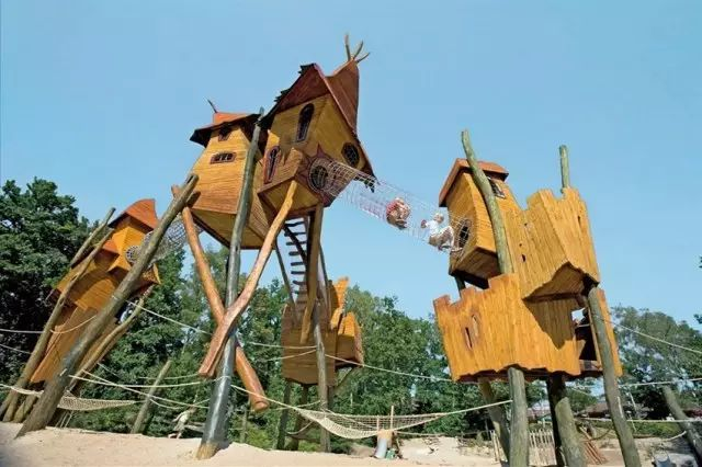 国家植物园挑战了传统游乐设施的设计理念,特色是巨大的橡木小屋图片