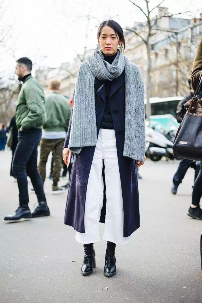中国轻纺城围巾市场人气很旺