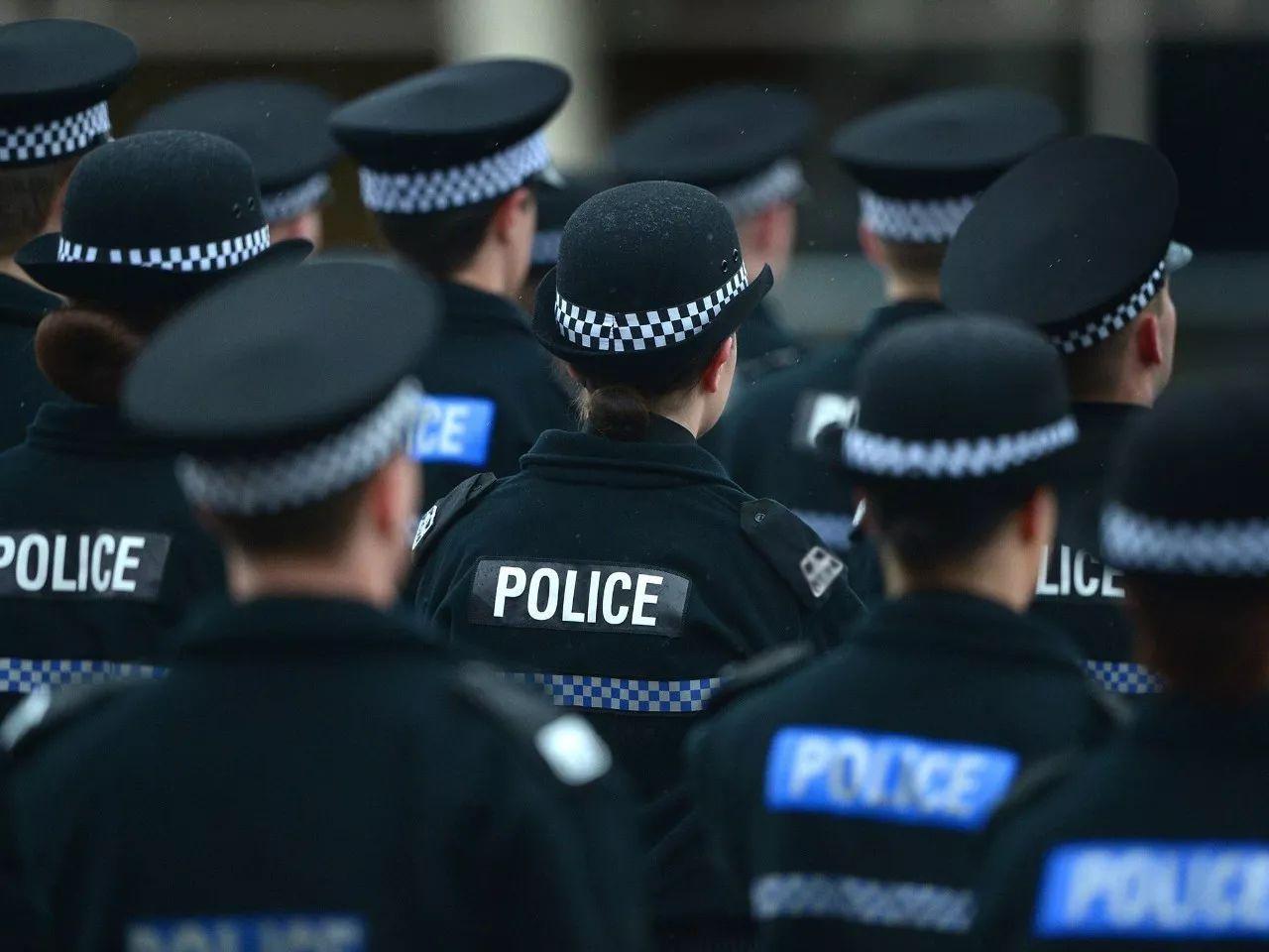 警察执法时动手,算不算违法?