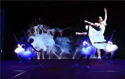 梦幻水晶球芭蕾舞图片