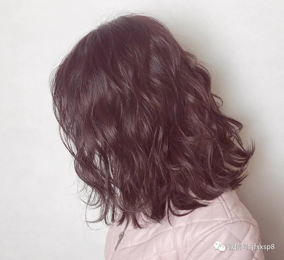 短发中长发的妹子可以选择上面几款,特别可爱~如果想显脸小,烫个蛋糕