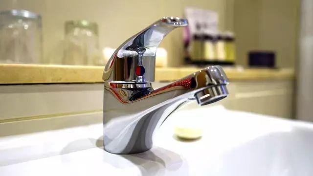 4,洗完手怎么关水龙头?