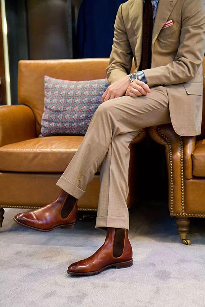 休闲皮鞋_质感男士的切尔西靴选购指南