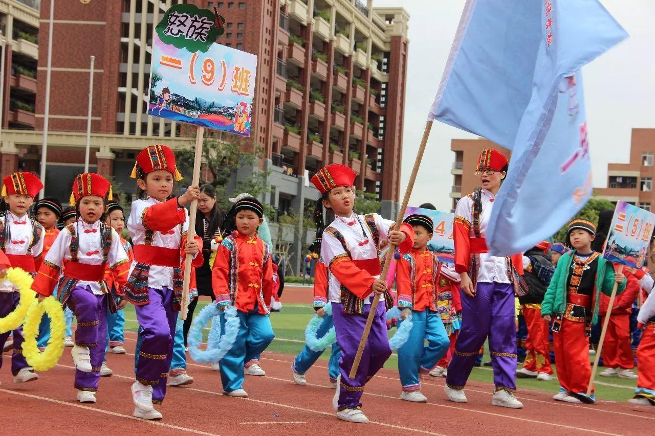 特有的民族气质和文化:东乡族服饰 - 第一星座网