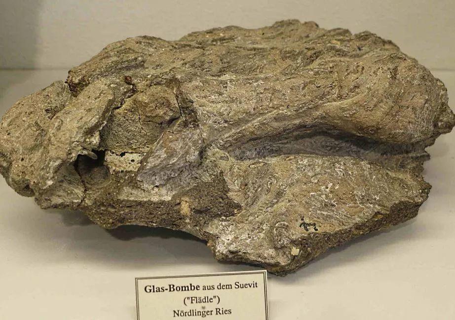 陨石坑挖出2吨钻石_这个据说镶满7.2万吨钻石的德国小镇,究竟是个怎样的地方?