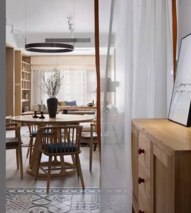 以原木风为主的素雅小户型,大爱窗边的茶室,超有禅意!