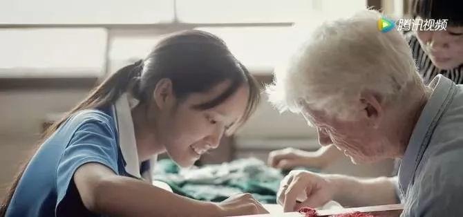 胖老女人性交视频_不要小瞧老女人,72岁英国奶奶在中国开爱心杂货铺——