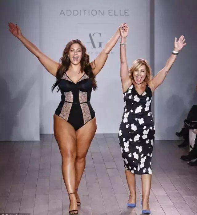 她体重180斤,没有马甲线和大长腿,却是一位不输维密天使的性感超模!