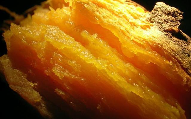 比吃红薯更美的事情是亲手烤红薯表皮焦黄內瓤