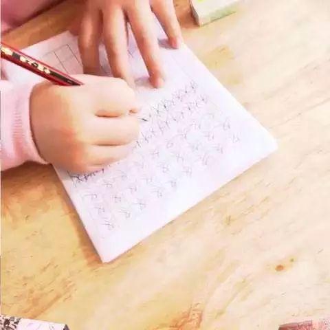 让孩子写手漂亮字不潦草,老师这篇实用练字指南送给你