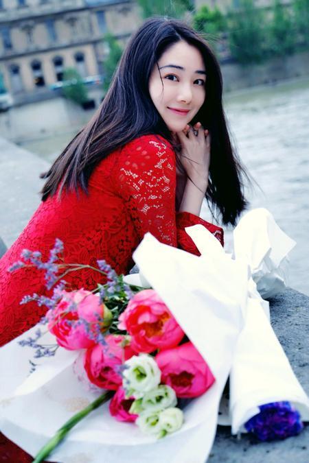 著名服装设计师王阿琰助力中塞环球旅游小姐梦想旅程