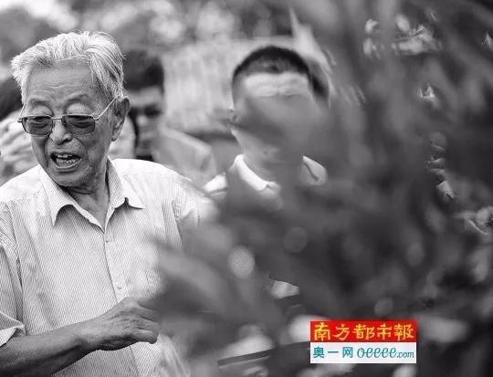 去世传闻后89岁褚时健现身:再活个八九年随便活活!