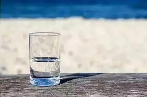 【人生感悟】 一杯水,看透人生