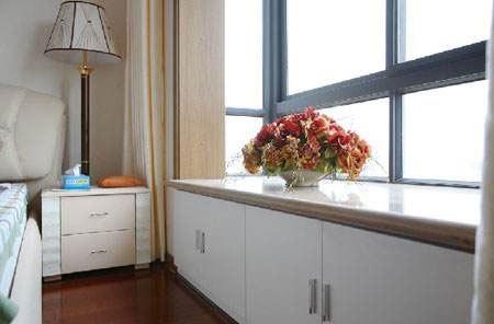 但在装修设计前要先把飘窗的设计弄好,和地板有一个很好的衔接.