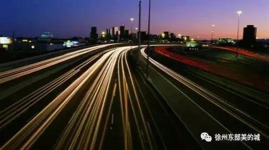 """定位于""""一带一部""""(东部沿海地区和中西部地区过渡带、长江开放经济带和沿海开放经济带结合部)的湖南省,是促进经济增"""