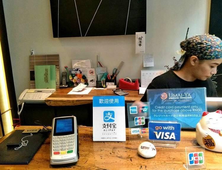 支付宝微信境外商户铺满二维码,外国人咋还不用?