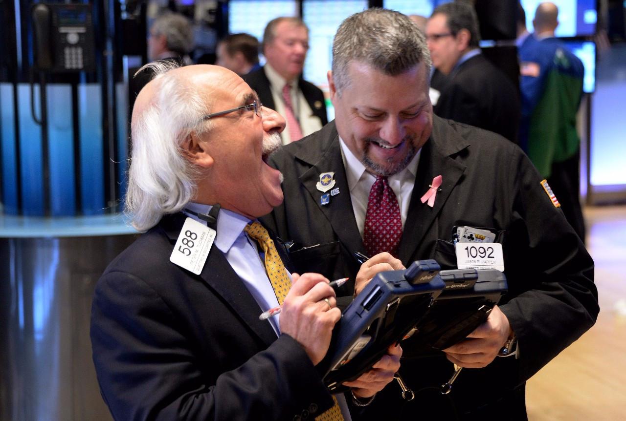 由于利率长期处在历史最低水平,大量流动性涌入市场,股市大受其益