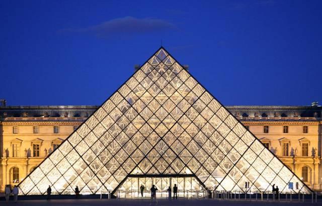 巴黎卢浮宫-金字塔 @贝聿铭