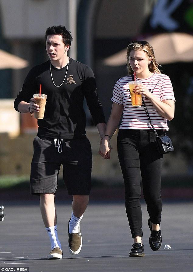 贝克汉姆有几个孩子_足球明星大卫-贝克汉姆的儿子布鲁克林前不久与女友克洛伊-莫瑞兹二度