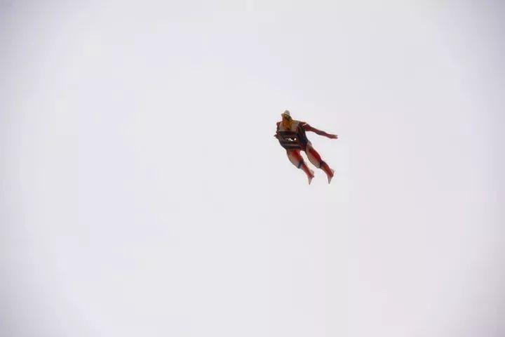 """天空小鸟▲""""a天空的体育""""飞行器,带着正文飞向青蛙▲双机编队进化问道彩带飞行步奏图片"""