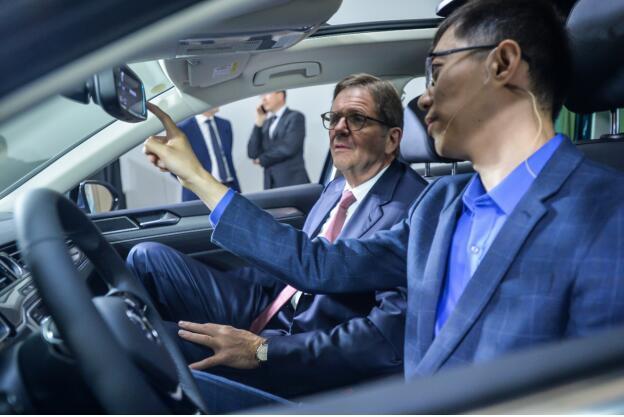 广州车展热门看点:问问魔镜引领车载智能新趋势- 问众智能