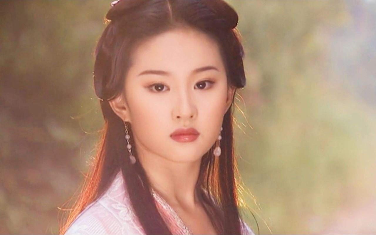 刘亦菲照片PS前后差异大,她的肌肤初老症状你有了吗?