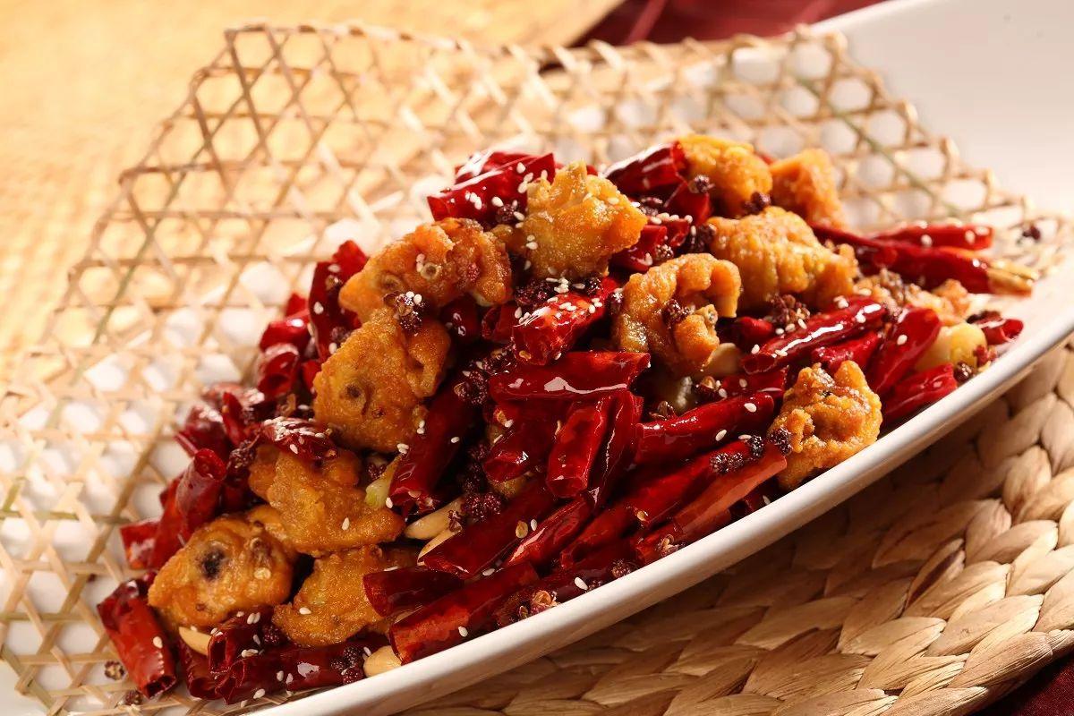 属于川菜系或重庆菜系,是重庆江湖菜的鼻祖之一.