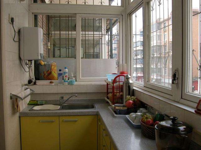老婆嫌新房小不好装修,把阳台改成厨房,没想到邻居却找上门来了!