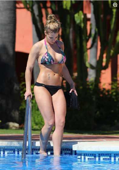 女星吉玛·阿特金森泳池照,比基尼显好身形,27岁的她俏皮可爱