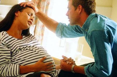 临近孕产期,准妈妈有这4种反应时,说明快生了