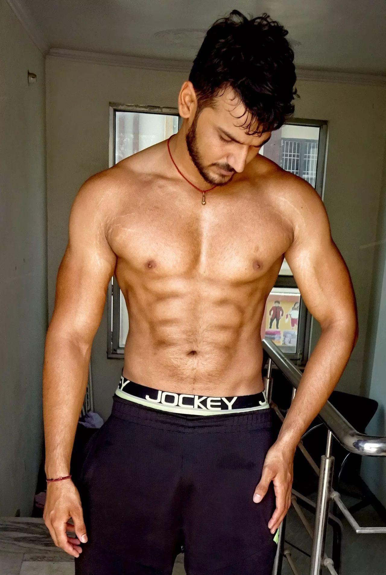 饱满的胸肌下缘要怎么练?