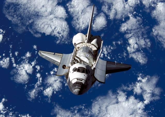 奥伯格在分析了大量航天飞机拍摄的相似视频后,他看到了规律,这种影像