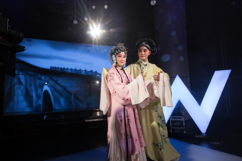 苏州W酒店携手国内外新锐时装设计师打造「游园惊梦」时装秀