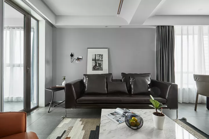 抛掉瓷砖和木地板,客厅还可以铺高质感的大理石