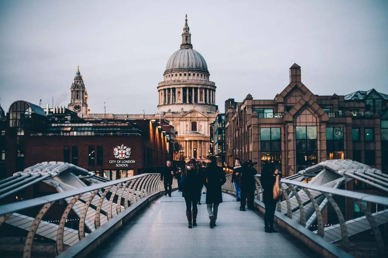 英国名胜古迹英文_求世界各地著名建筑物的英语-著名建筑英语