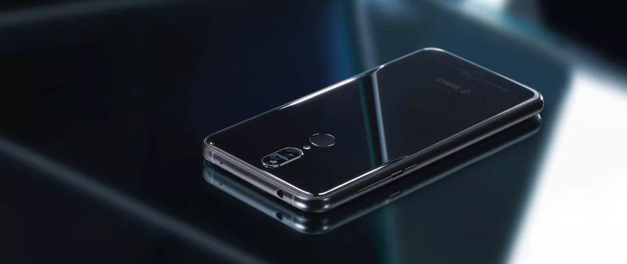 360 N6 Pro发布现场,周鸿祎为这款1699..